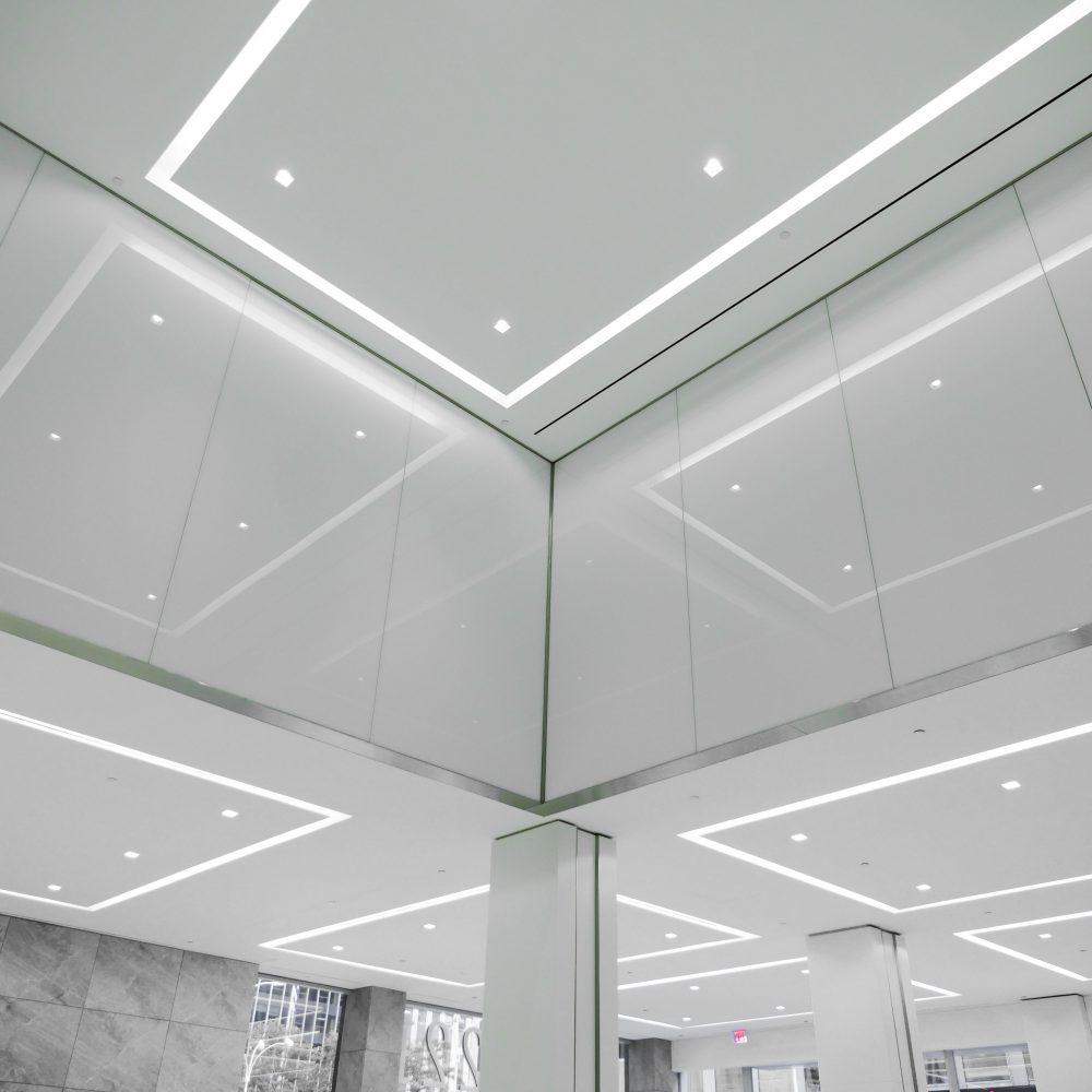 Office tower interior shot of lobby, featuring Oversize laminates with Vanceva White Interlayers.